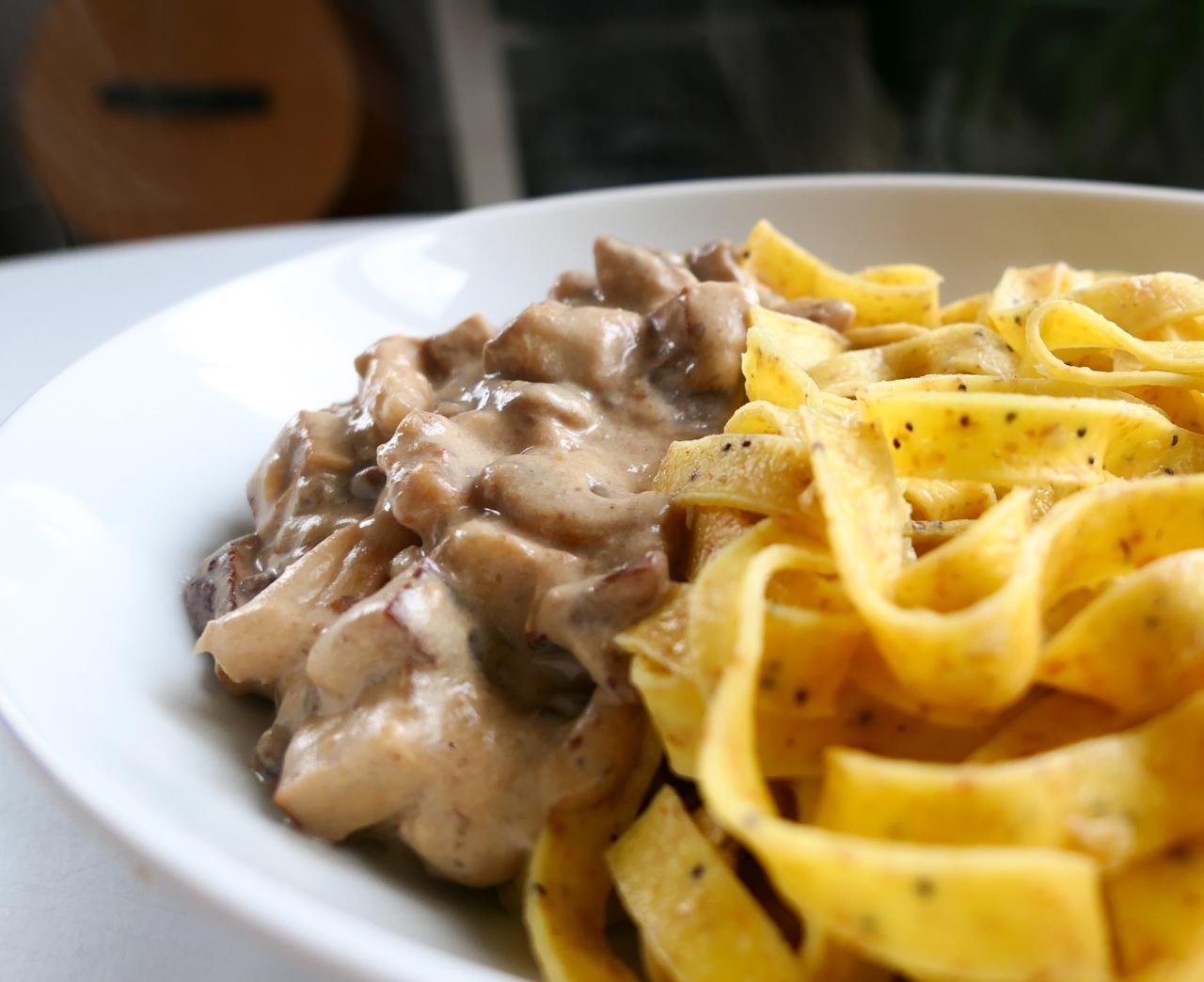 Tagliatelles fraîches et crème de champignons aux marrons